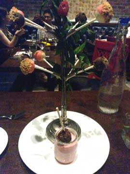 Cheesecake Lollipop Tree : sucettes au chocolat, mousse à la fraise