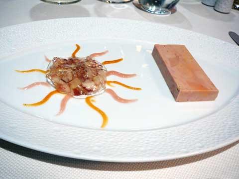Foie gras frais de canard à la pêche et son voile de verveine, gel d'abricot