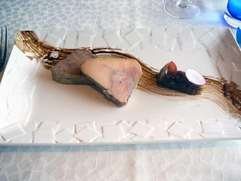 Foie gras, compotée fruits secs, brioche aux pralines rouges