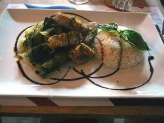 Pavé de thon au sésame, riz, choux pak choi