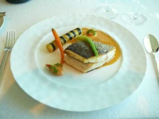 Daurade soufflée, sauce Nantua, cannelloni maison aux écrevisses