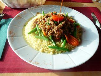 Emincé de boeuf aux petits légumes, semoule de blé