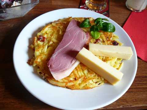 Roestis lardons, fromage et jambon de la borne