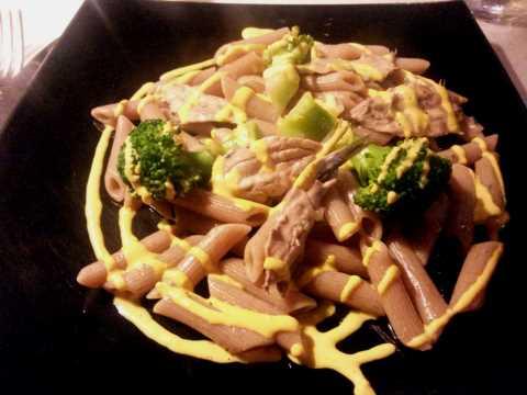 Penne di Gragnano, anchois, broccoli, sauce à l'oeuf