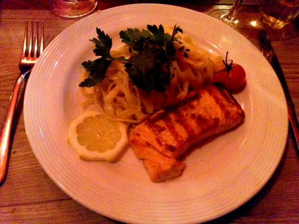 Filet de saumon grillé, tagliatelle au citron