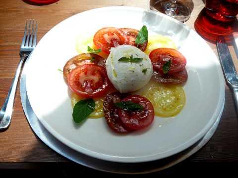 Tartare de tomates et burrata