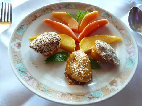Fruits frais et beignets