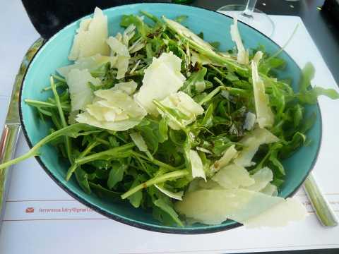 Salade de roquette et parmesan