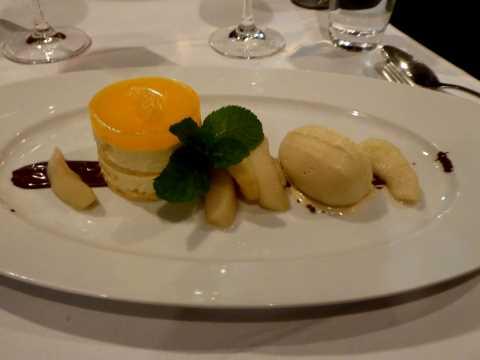 Tartelette aux mandarines, quartiers de pomme, glace au miel et à la cannelle