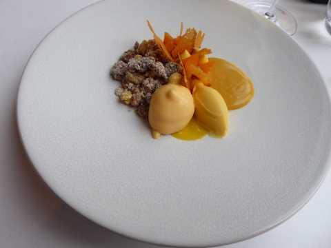 Sorbet à la mandarine et au curcuma, mousse au fromage à la crème, brioche cassante