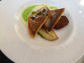 Filet de féra du Léman meunière, émulsion citron persil, épeautre et champignons