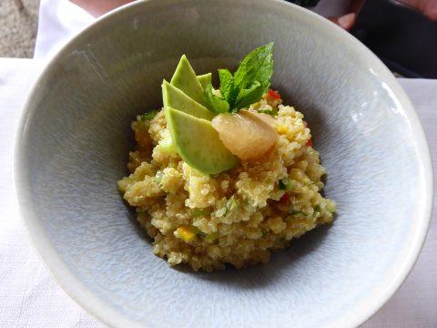 Salade de quinoa, concombre, tomate, avocat, fenouil, pomme verte mangue