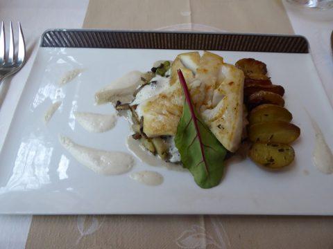 Restaurant Côté Sud, Uchaux : Dos de lieu noir, fricassée de champignons et pois gourmands, sauce à la fève tonka