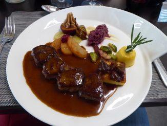Noisettes de chevreuil, sauce Grand Veneur au génépi d'Anniviers
