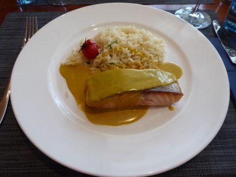 Saumon grillé, sauce au curry