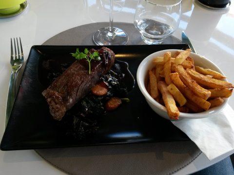 Entrecôte de boeuf Charolais sauce marchand de vin, frites et légumes de Seyssel