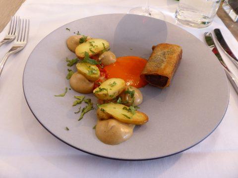 Croustillant de boeuf, pommes de terre rattes, piquillos