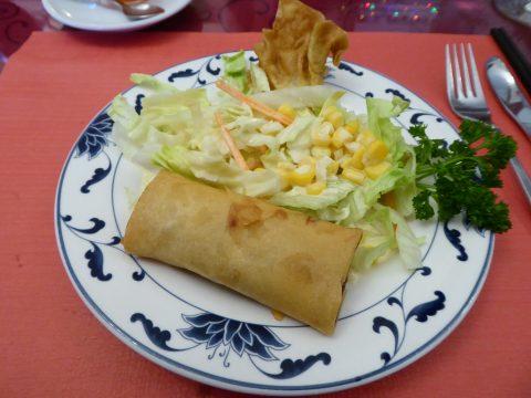 Rouleau de printemps, ravioli frit, salade chinoise