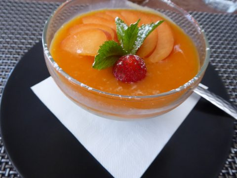 Panna cotta aux abricots frais