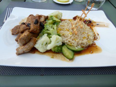 Minute de veau, jus de viande, riz aux légumes