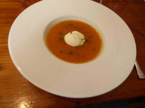 Soupe d'abricots du Valais, glace à la crème fraîche d'Isigny
