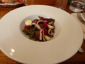 Salade de magret fumé, haricots verts, vinaigrette de framboise