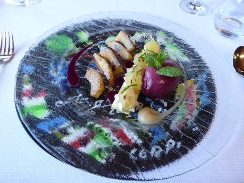 Sablé breton aux coings caramélisés et sorbet raisin-fragola