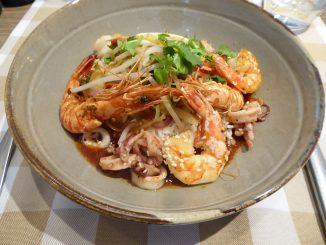 Crevettes et calamars sautés, sauce asiatique