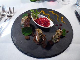 Terrine de chasse (cerf / chevreuil / faisan), chutney de fruits du jardin, pumpernickel