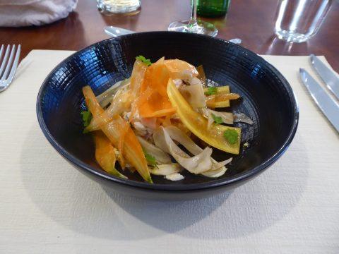 Salade de riz à la tomate et aux légumes croquants