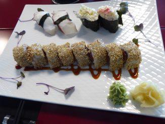 Uramaki Spicy : Thon, épices 'Togarashi', sésame / Nigiri poulpe & crabe royal mayonnaise