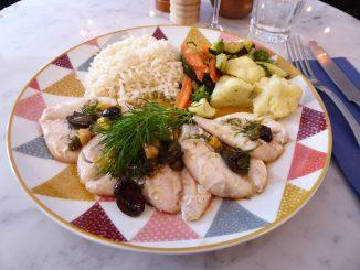 Filets de rouget, sauce vierge, légumes, riz