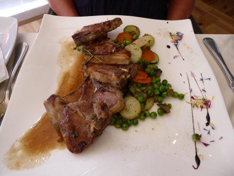 Côtelettes d'agneau en sauce au romarin