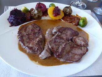 Médaillons de chevreuil, sauce Grand Veneur
