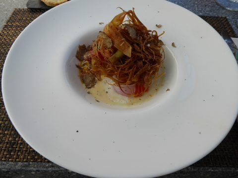 Restaurant Le Vieux Bourg - Mase . Oeuf poché, mousseline de parmesan, parfumé à la coriandre, poireaux, tomates confites, lamelles de truffe noire