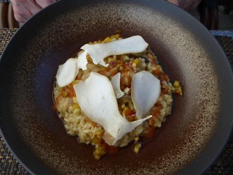 Restaurant Le Vieux Bourg - Mase : Risotto aux bolets, tartare de céleri et pêches marinées, gelée au Bloody Mary