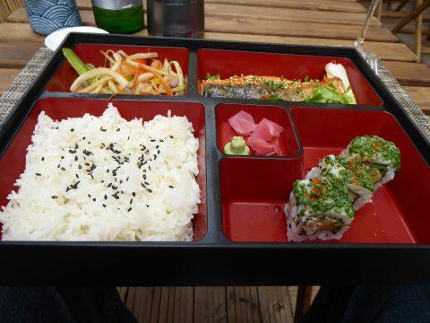Bento du jour : saumon misosaky, légumes sautés, midori uramaki, riz