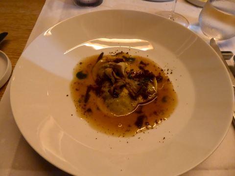 Raviolis aux bolets, jus aux champignons