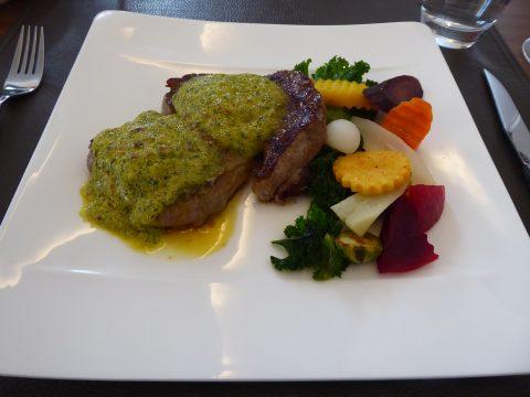 Restaurant Zum Ochsen, Guin / Düdingen : Parisienne de boeuf, sauce Café de Paris, pommes frites et légumes