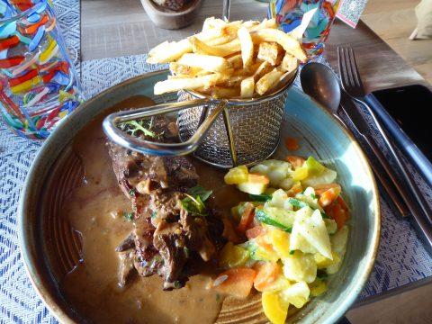 Restaurant Auberge Au Mai, Mex : Entrecôte de boeuf rassis, sauce aux morilles, frites maison et légumes de saison