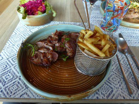 Restaurant Auberge Au Mai, Mex : Araignée de veau, frites artisanales, mesclun