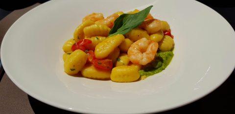 Restaurant L'Ingrédient - Onnens : Gnocchi aux crevettes et crème de petit-pois