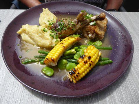 Restaurant Monsieur 14, Lausanne  : Sauté de pintade au chasselas, maïs grillé, purée de Roseval, haricots verts et fèves